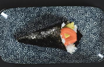 Temaki de salmón y aguacate