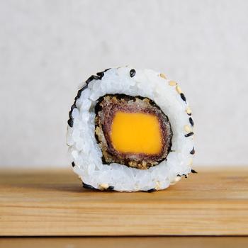 Solomillo Cheddar Crunch Roll