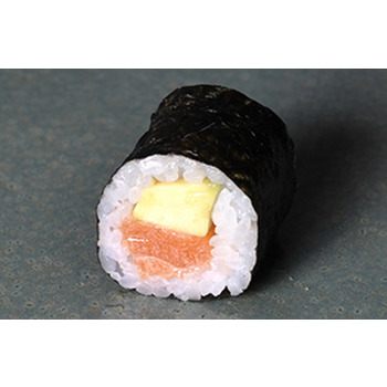 Maki salmón con aguacate
