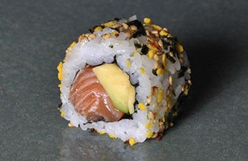 Salmón Furikake Roll